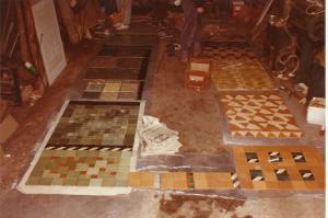 Prøveoplægning af fliser til udstilling i Stockholm. Mine fliser i  midten til højre.