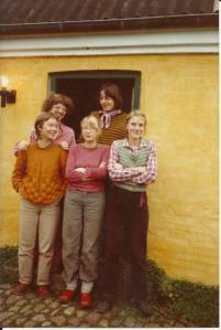 Foran fra venstre: Eva Brandt, Nina Bülow, Idun Storrud, Bagved: Ulla Ackermann og Ninas mand Bo Agerskov.