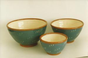 Røreskåle, 1987, lertøj med begitning. Den store har diameter 23 cm og højde 14 cm.