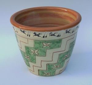 Urtepotteskjuler,1988, lertøj med begitning, højde: 14 cm, diameter 16 cm,