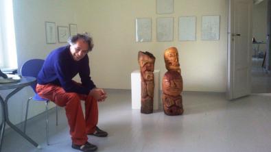 Dimitris Raftelis og hans skulpturer og tegninger.