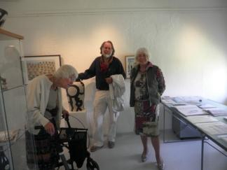 Ilse Storrud, Jan-Kåre Øien og formann for Kunstforeningen, Ruth Lillian Brekke.