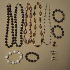 Smykker, Liv Storrud
