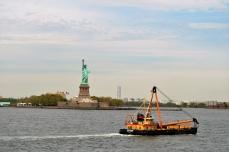 Damen med faklen set fra Staten Island færgen