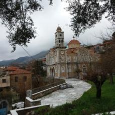 Øde og forladt udenfor kirken i Exochori
